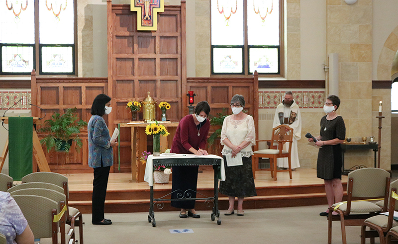 Walking, virtually, with women discerning religious life