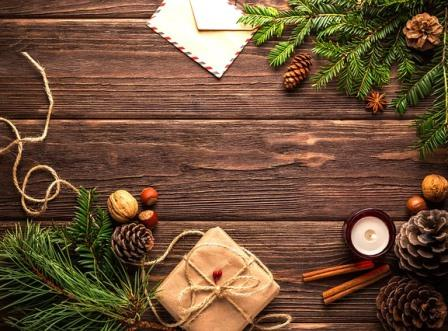 Christmas-table-envelope-package-pine-cones-pixabay.com