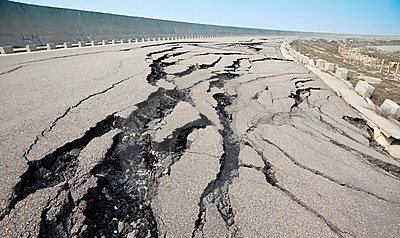 cracked-pavement-earthquake