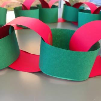 red-green-paper-chain
