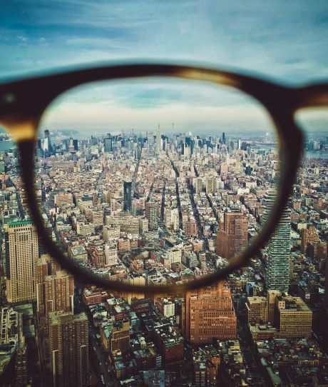 glasses-lense-sky-city