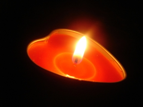 heart-candle-freeimages.com