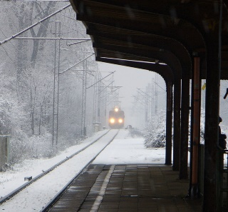 winter-train-freeimages